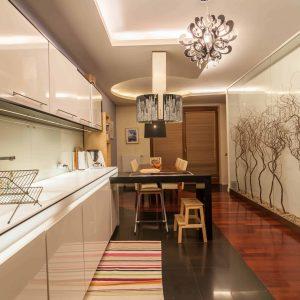 Fotografia wnętrz - kuchnia z jadalnią